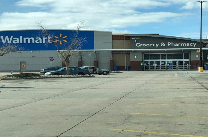 cierran Walmart en Exposition Avenue