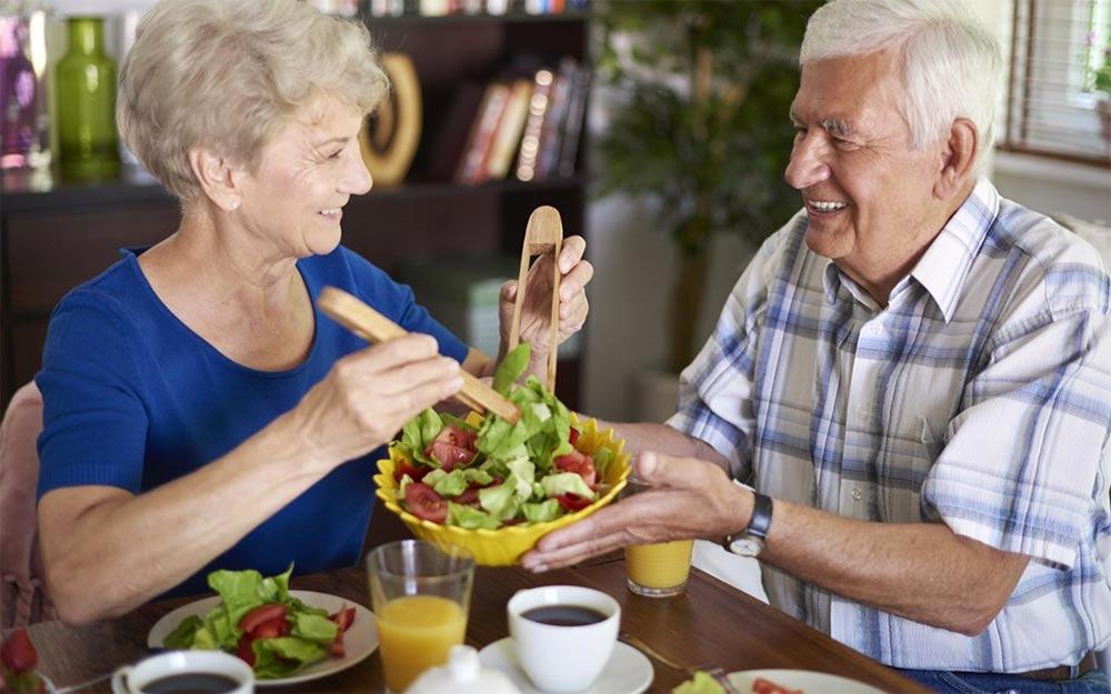 Dónde pueden conseguir alimentos los adultos mayores