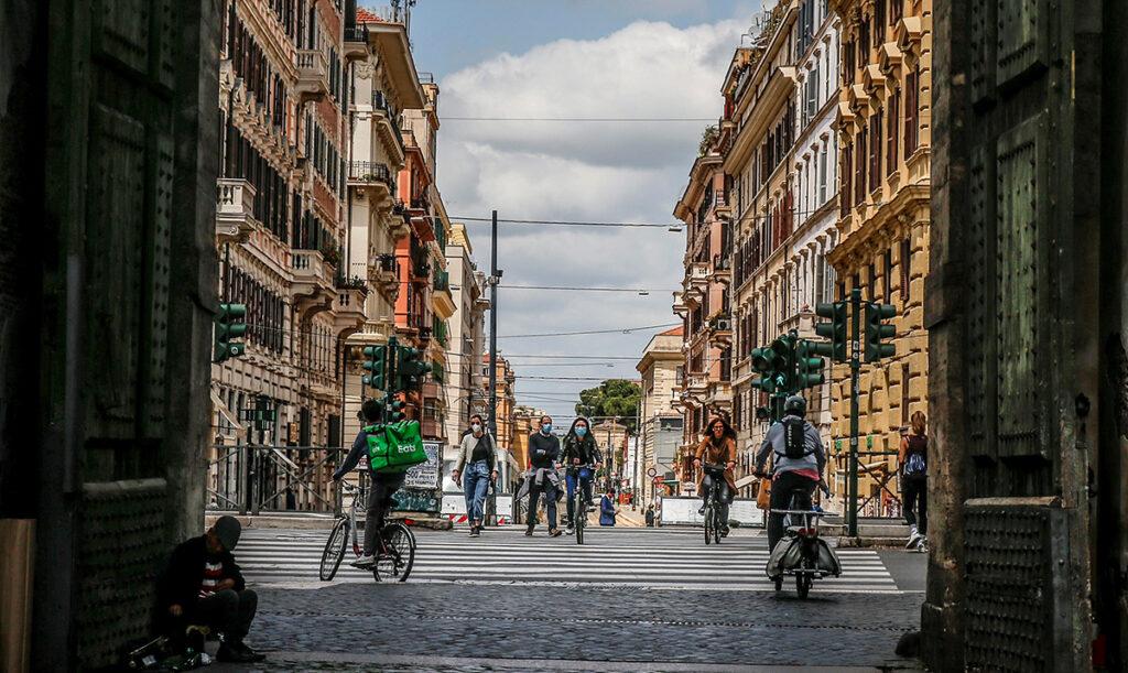 Italia comienza convivencia con el virus