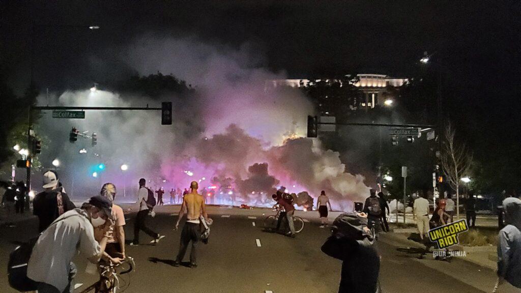 Manifestaciones en Denver terminaron en violencia