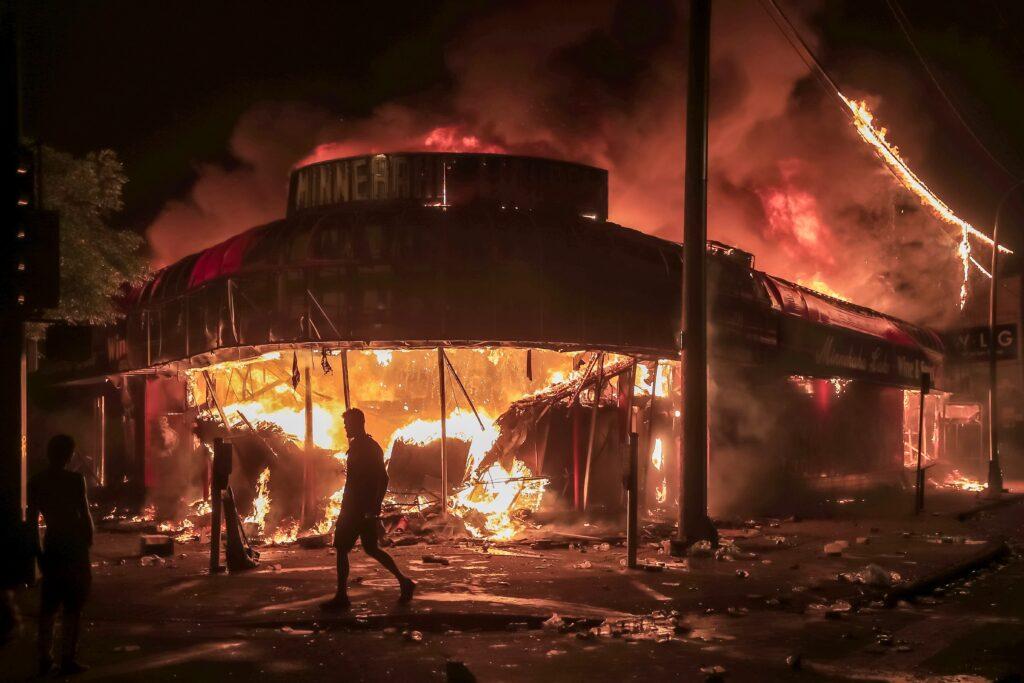 fuego estación de Policía Mineápolis