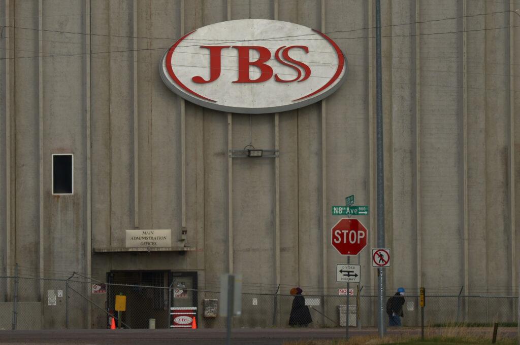 Trabajadores de JBS reciben aumento