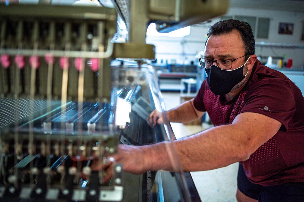 Colorado otorga auxilio a comerciantes Grants Aid to Hispanic Entrepreneurs
