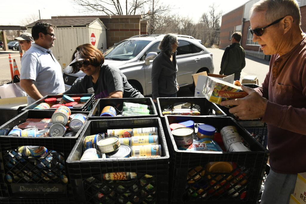 NAHREP-Denver recolecta alimentos