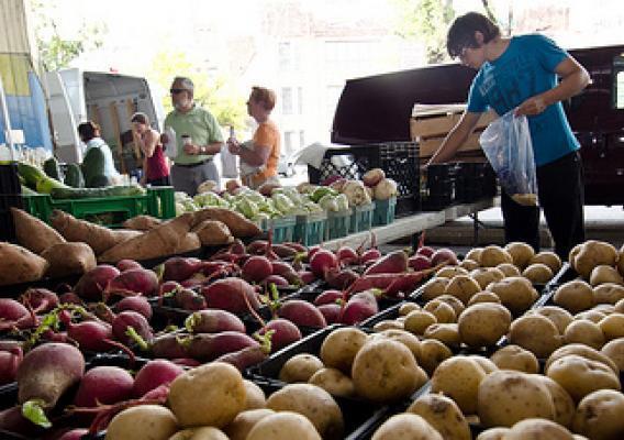 Regístrese en el programa de asistencia alimentaria Sign Up for EBT