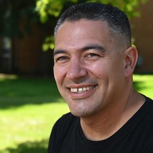 Hispano es premiado como maestro del año