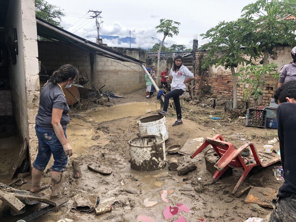 Ayuda a los damnificados por las inundaciones
