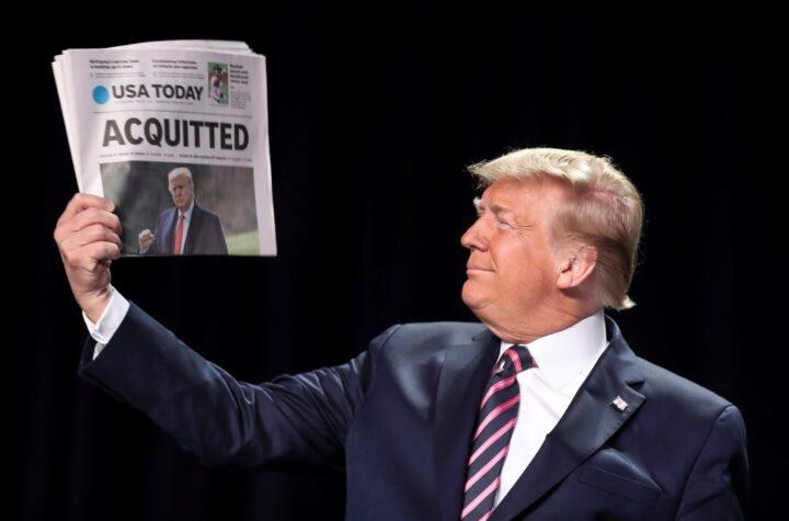Senadores republicanos absuelven a Trump y juega con volver a la política