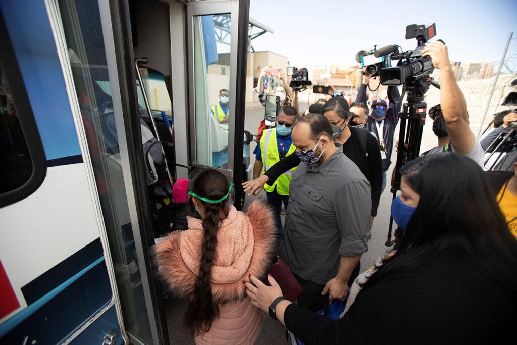 Reabren la frontera para solicitantes de asilo
