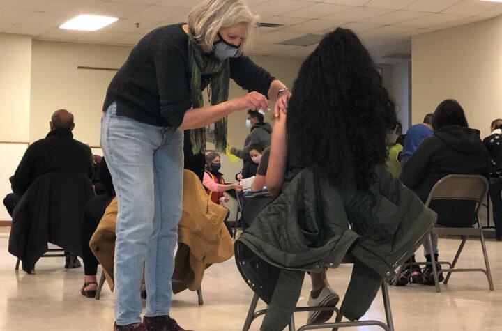 Vacunado 70 por ciento de los adultos de Colorado