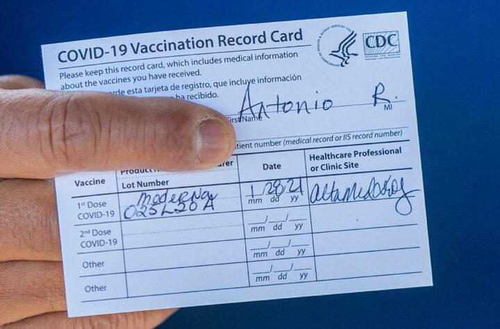 FBI investiga venta de falsas tarjetas de vacunación FBI Investigates Sale of Fake Vaccination Cards