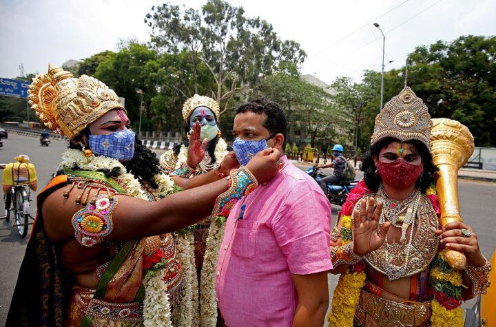 India roza los 300 mil casos de covid