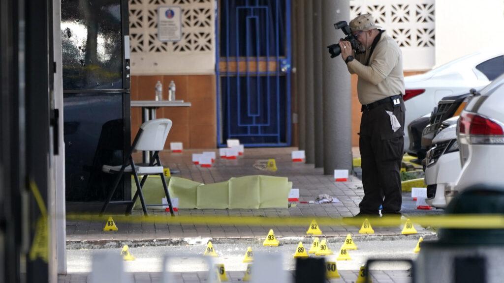Dos muertos y 20 heridos en un tiroteo en Miami a la salida de un concierto
