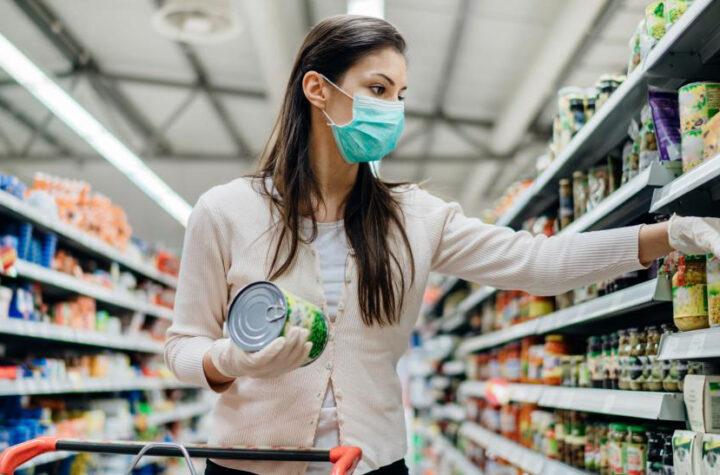 """Polis: """"Wear a Mask When a local Business Demands It"""" Polis: """"Use la máscara cuando un negocio local lo exija"""""""