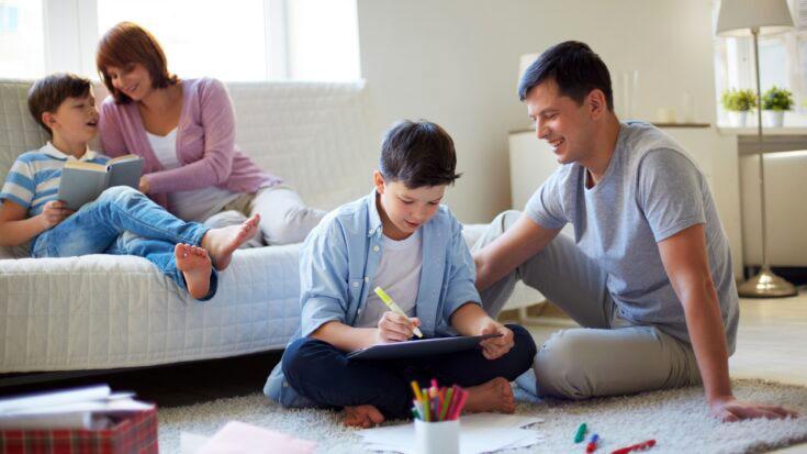 Federal Government Grants $300 a Month Per Minor Child Otorgan 300 dólares mensuales por hijo menor