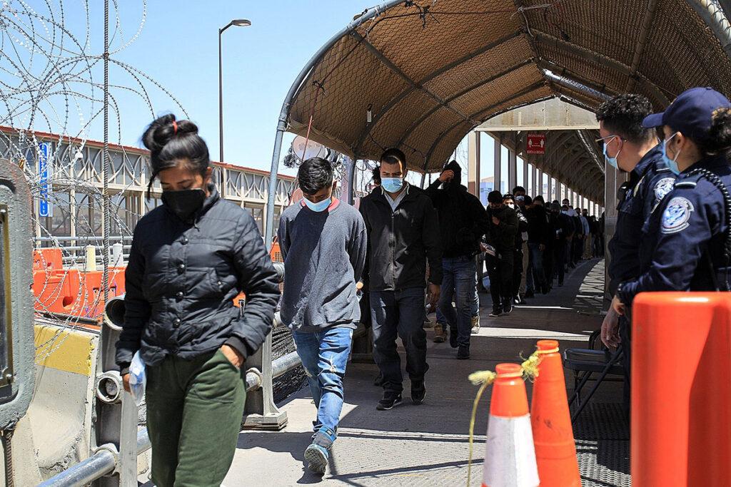 Sigue fuerte flujo migratorio en Juárez