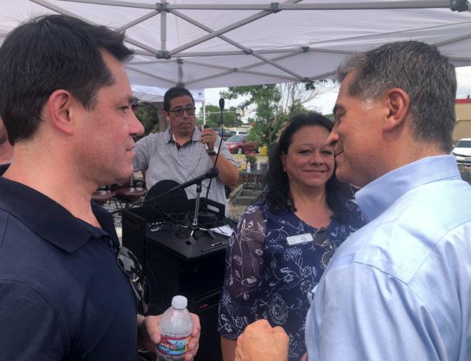 Secretario Becerra invita a los hispanos de Colorado a vacunarse