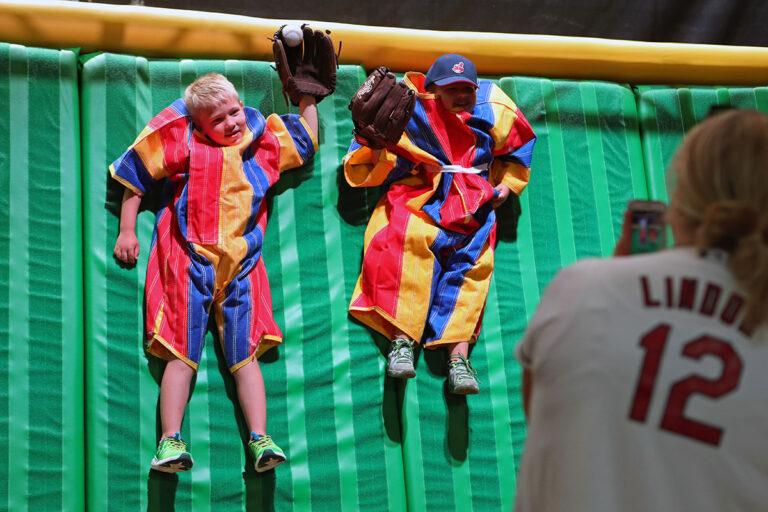 Obtenga boletos gratuitos para el Play Ball Park