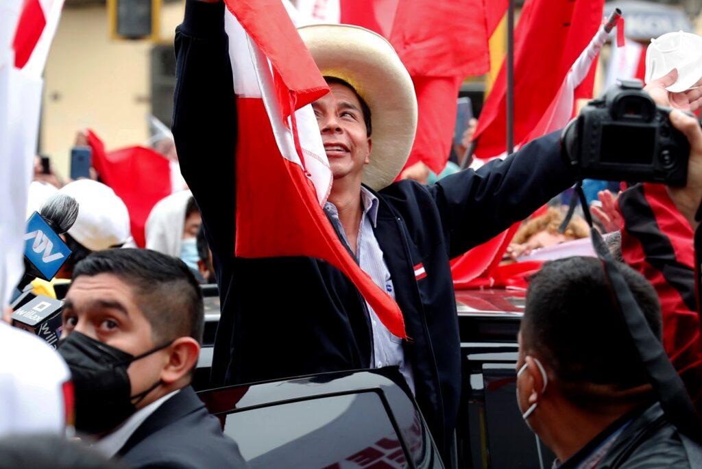 Avance de Castillo hacia Presidencia de Perú sacude la bolsa y el dólar