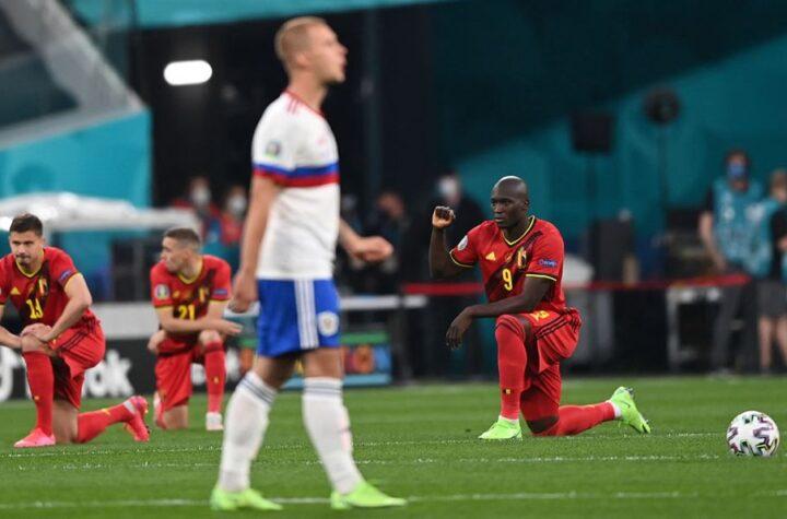 Afición rusa silbó a futbolistas belgas que se arrodillaron contra el racismo