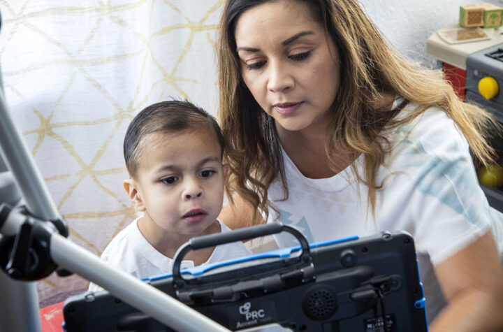 Familias con hijos menores comienzan a recibir apoyo