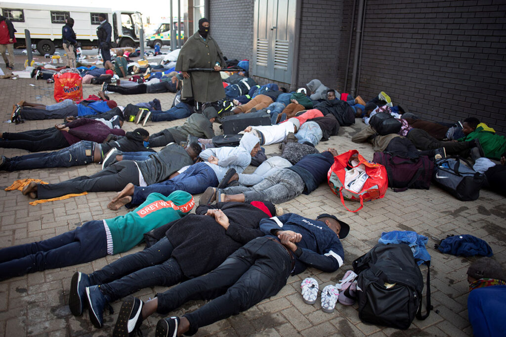 Violentos disturbios sacuden a Sudáfrica