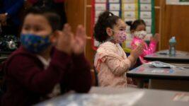 La Academia Estadounidense de Pediatría recomienda uso de mascarillas