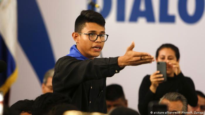 Detienen líder estudiantil