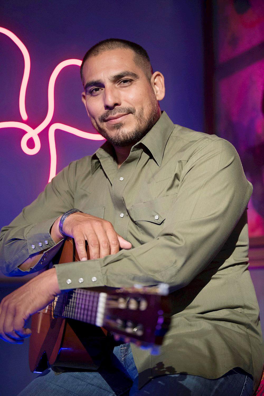 Espinoza Paz vuelve a la música y TV