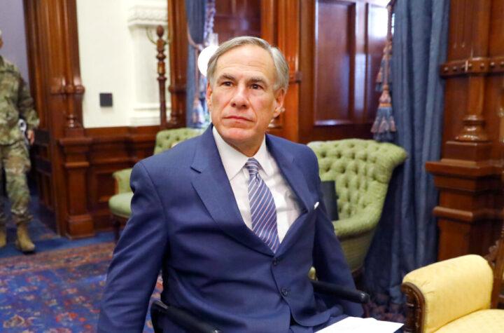 Gobernador de Texas, firme detractor de la mascarilla, en tratamiento por covid