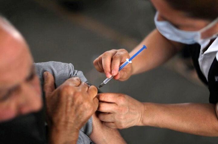Vacúnese y obtenga una tarjeta de regalo por $100 Encuentre un centro de vacunación cerca de su residencia