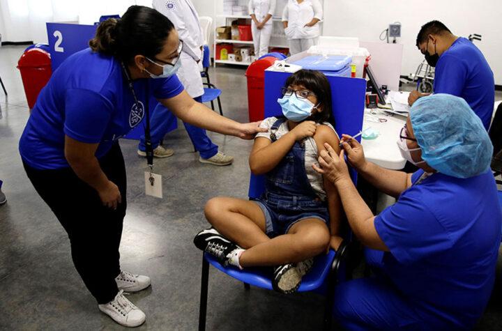 El Salvador vacuna a niños entre 6 y 11 años