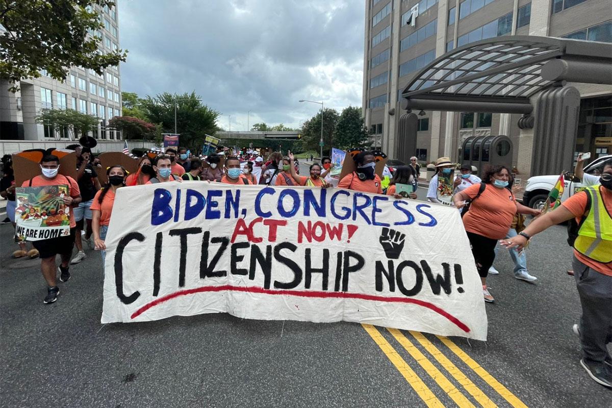 March to Demand Citizenship Marchan por la ciudadanía