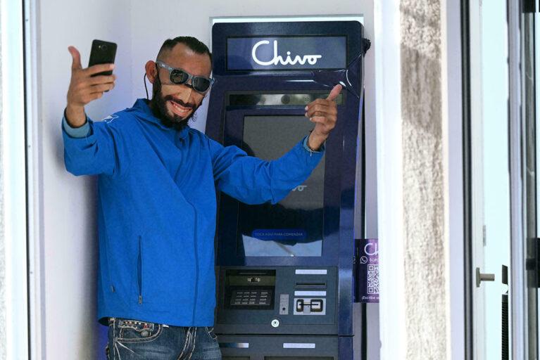 Salvadoreños protestan en contra del bitcóin