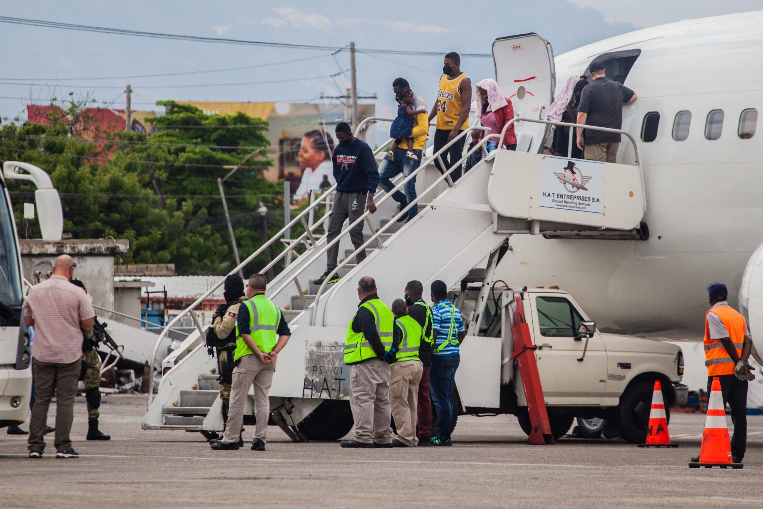 Haitianos deportados entre el enojo y la desolación
