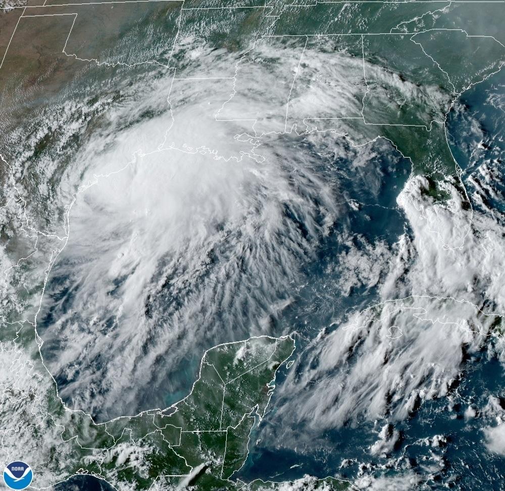 Nicholas convierte en huracán cerca de la costa de Texas