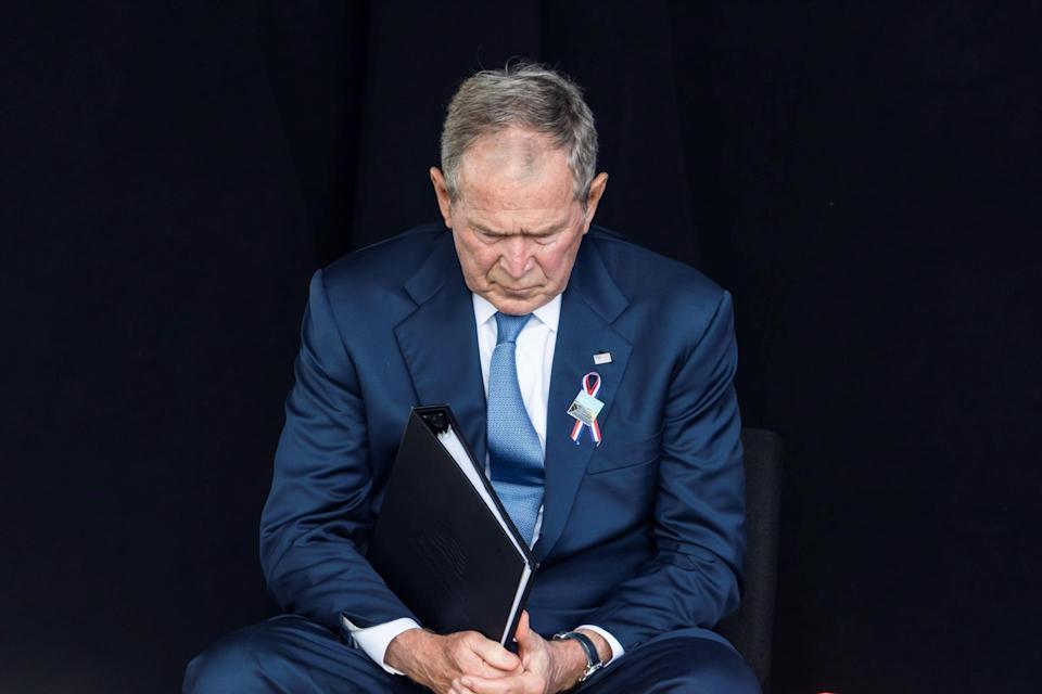 Bush defiende luchar contra los extremistas violentos dentro y fuera de EEUU