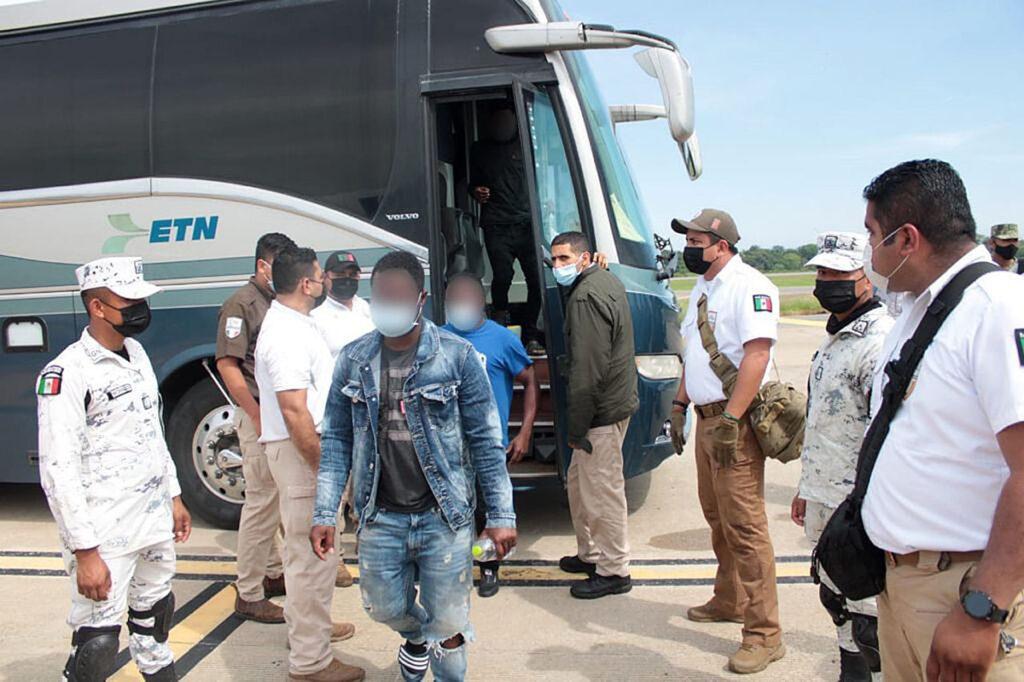 Centenar de migrantes detenidos en Tabasco
